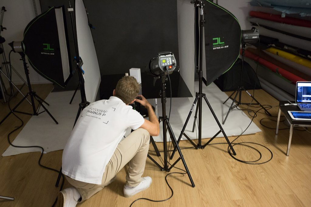 Parfymfotografering i studio, Fotograf Markus Pettersson, SHOOT IT Film & Foto i Örebro