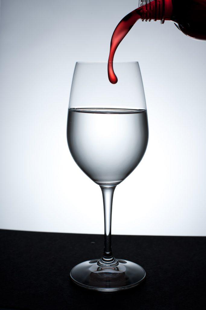 Fotografera glas mot ljus bakgrund