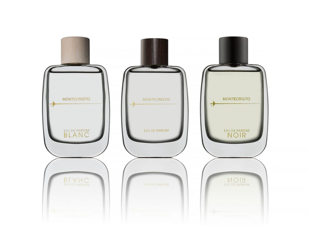 Montecristo parfymflaskor mot ljus bakgrund