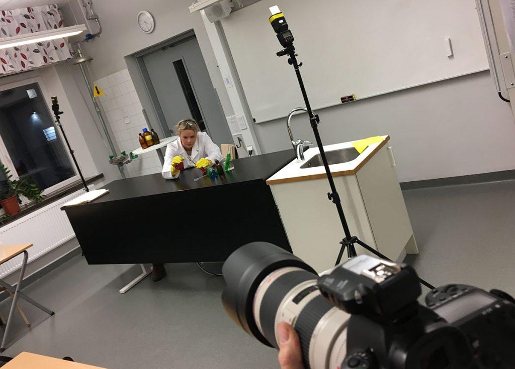 Bakom kameran vid reklamfotografering åt Friskis & Svettis. Foto: SHOOT IT Film & Foto i Örebro